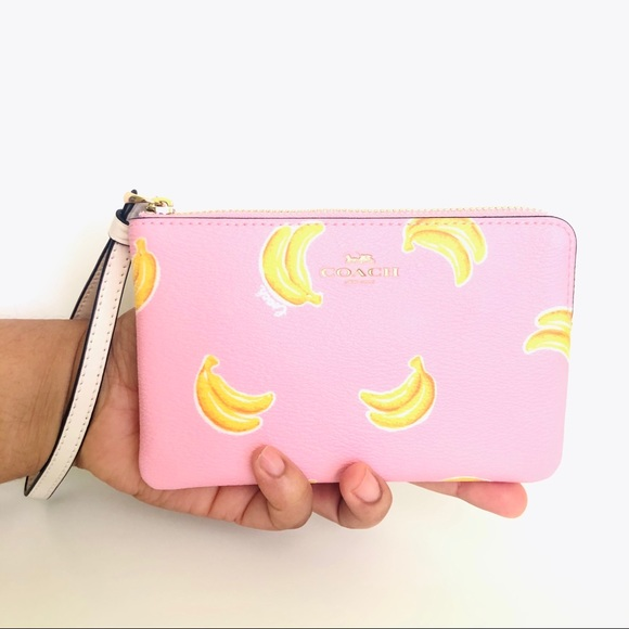 NEW Coach Corner Zip Wristlet Purse Banana 🍌Print